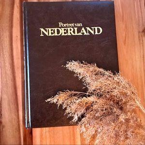 2/30$ 80s Coffee Table Book Nederland EN/FR